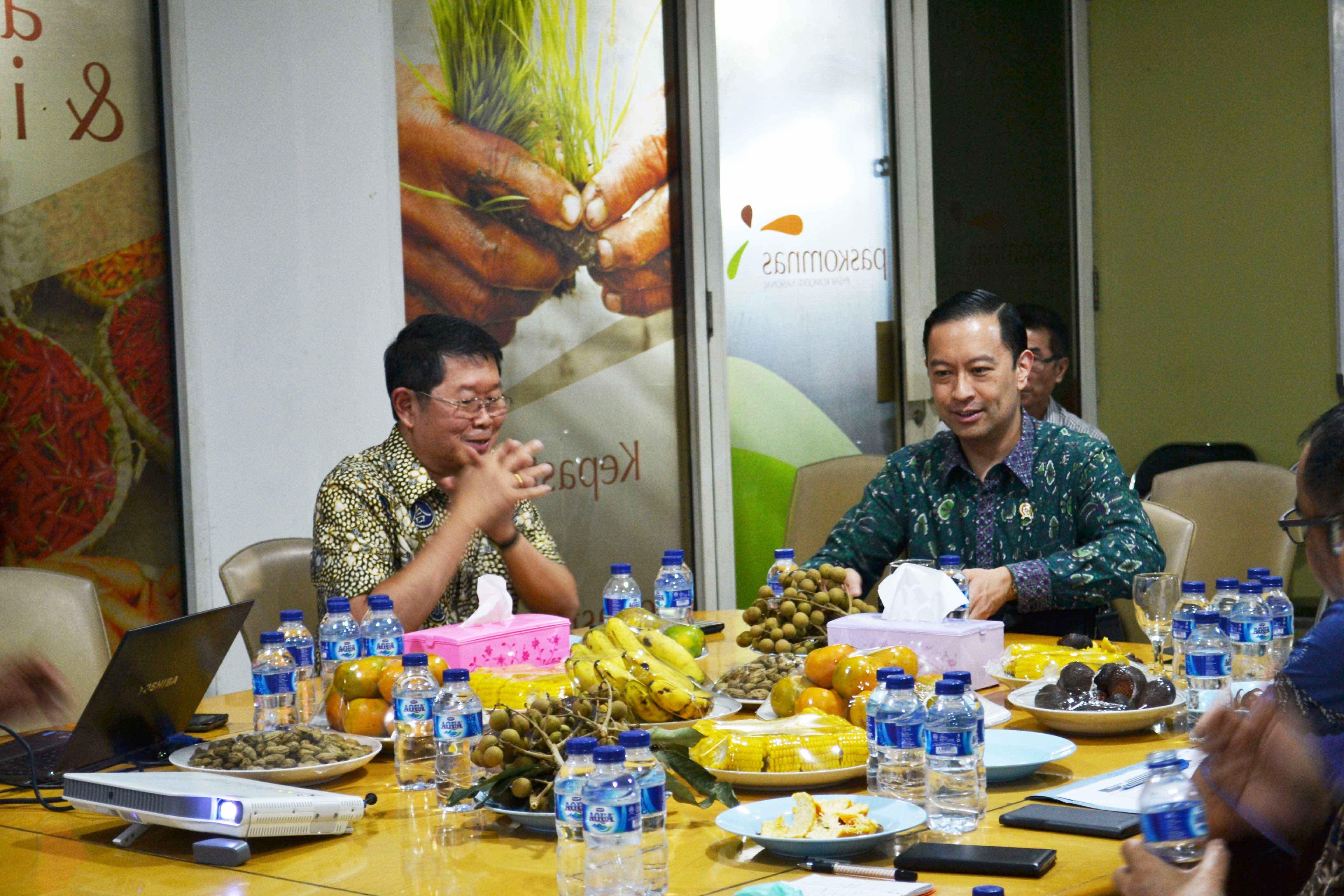 Kunjungan Pejabat Negara, Menteri Perdagangan Thomas Lembong di Pasar Induk Tanah Tinggi, Pada Tahun 2015